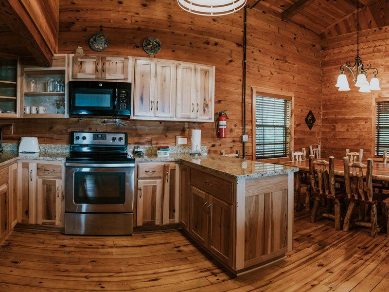 Windridge cabin's kitchen and dining area.