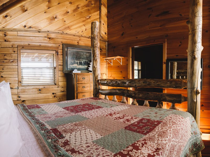 The cabin's bedroom with king-size bed