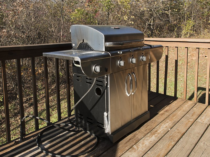 The Compton Mountain Cabin features a propane grill.