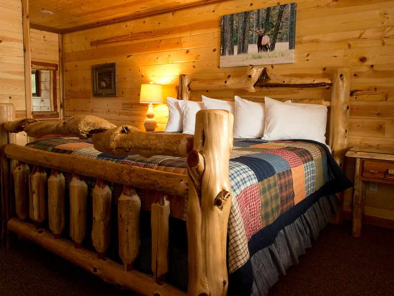 The lodge has ten bedrooms, two of which have a king-size bed and private bath.